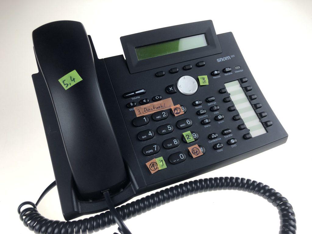 Telefon einer abgebauten Cloudanlage mit Anleitung zum Verbinden